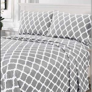 ⭐️SALE⭐️King 4pc Light Grey Arabesque Bedsheets